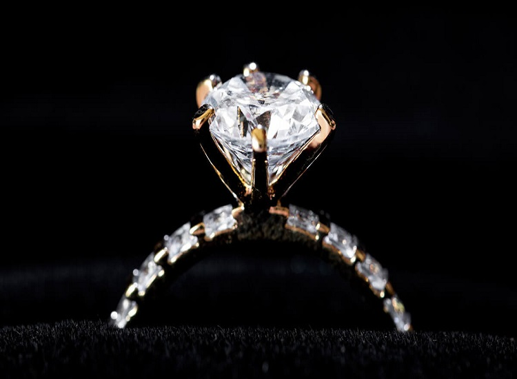 Halo Diamond Engagement Rings: the Brand New Trendsetter on the Market